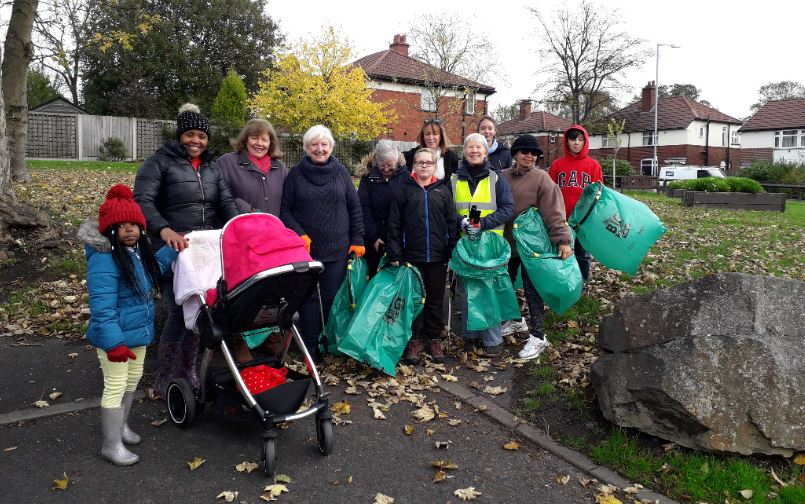 Joint litterpick at Hall I'th Wood